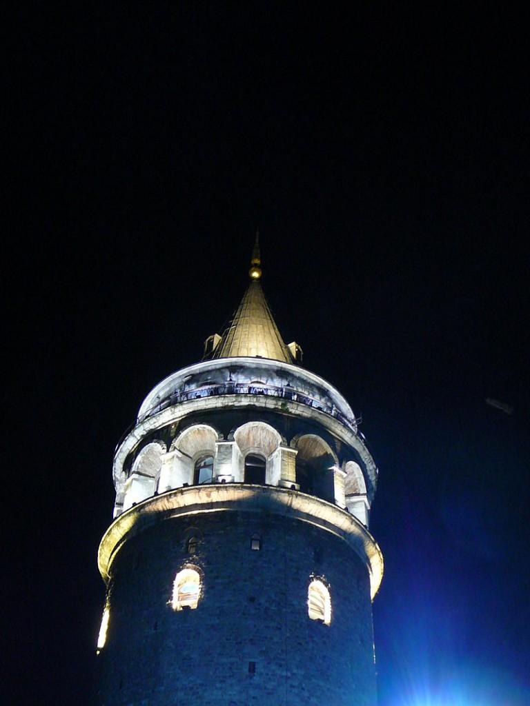 800px-Galata_Kulesi_Gece