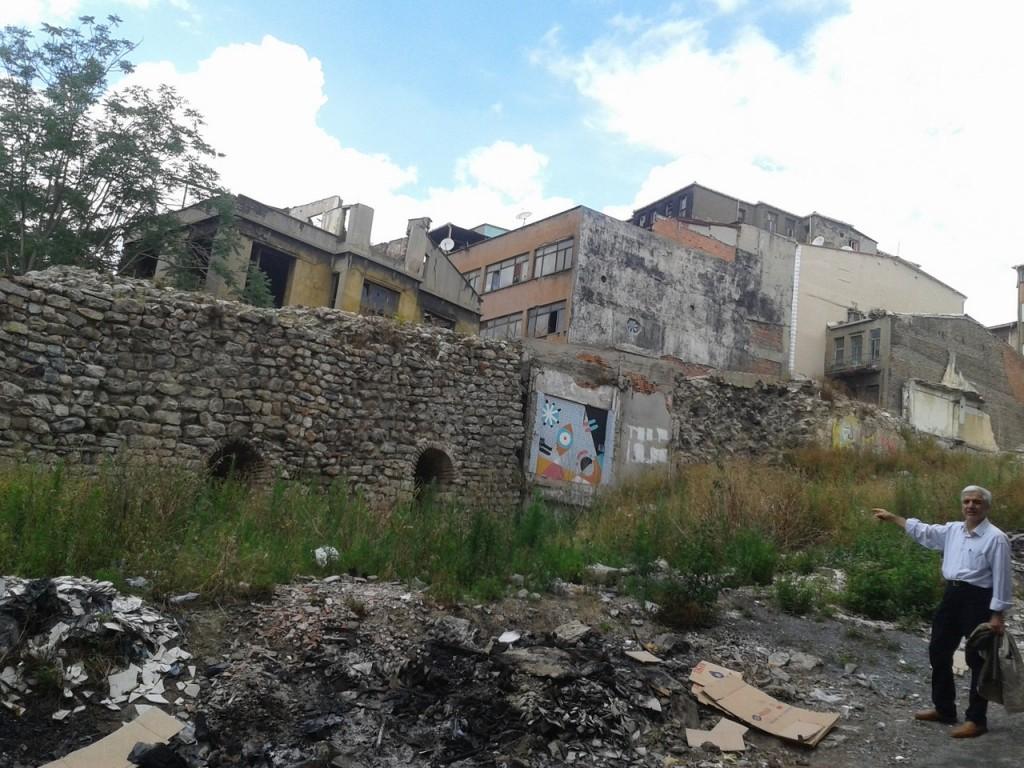 İşte tarihi Galata Surlarından kalan son parça !