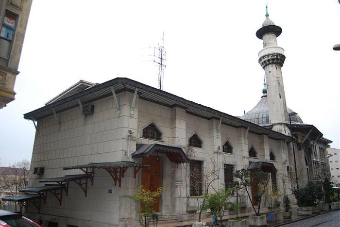 Suriye Mimaris şeklinde yapılan cami Mimar Vedat Tek